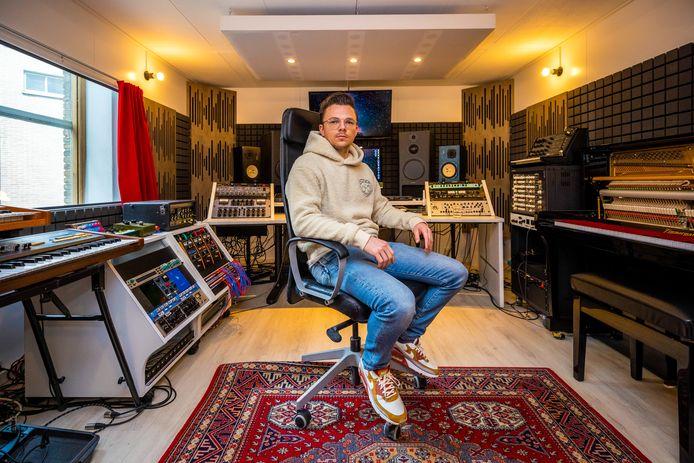 Arcade maakte Wouter Hardy nog vanuit een studio in Rotterdam. Nu is de geboren Boxtelaar terug in Brabant. Voortaan maakt hij zijn muziek in Den Bosch.