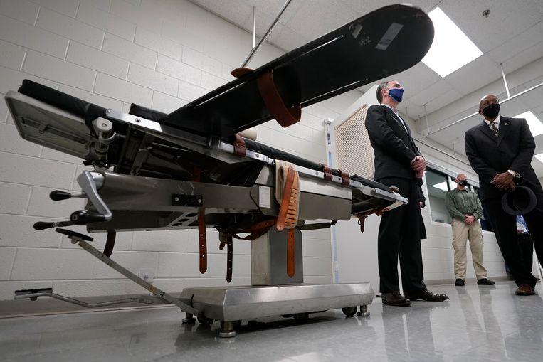 Een brancard in een 'dodenkamer', waar ter dood veroordeelden de injectie krijgen toegediend. Beeld AP
