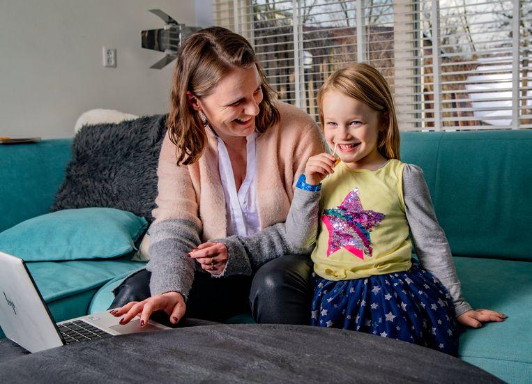 Saskia de Koning (35) en haar dochter Kyra (4). Beeld Rob Voss