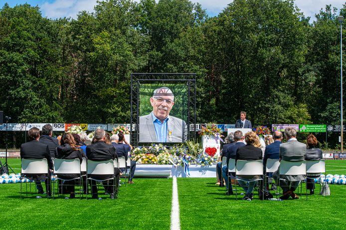 Afscheidsceremonie van Paul Smit bij SO Soest.