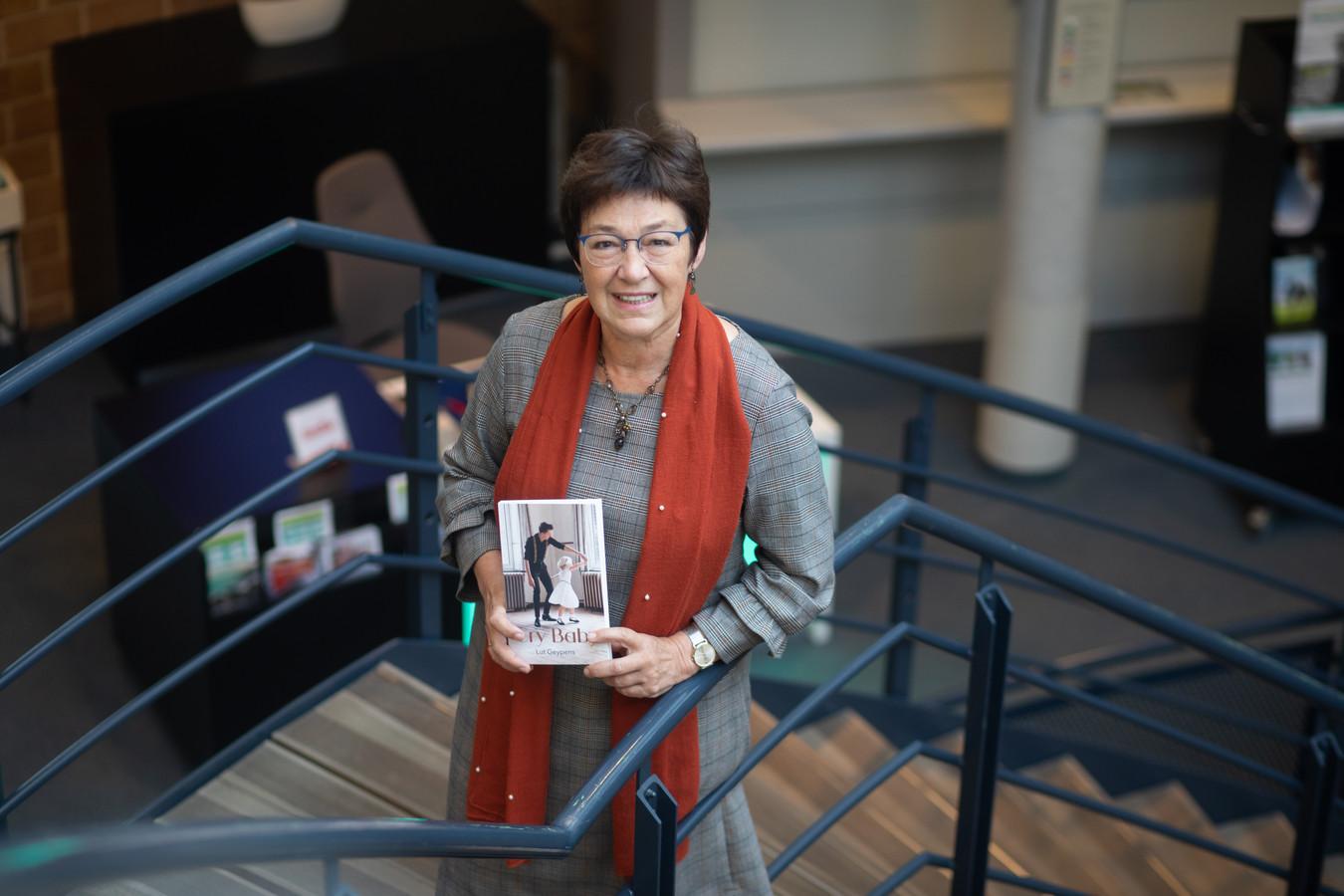 Lut Geypens, bibliothecaris in Beringen, schreef het boek 'Cry Baby'.