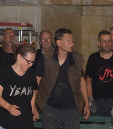 Vincent en Yvette krabbelen op na de zondvloed in de Eifel, met heel veel hulp uit Apeldoorn en Twello