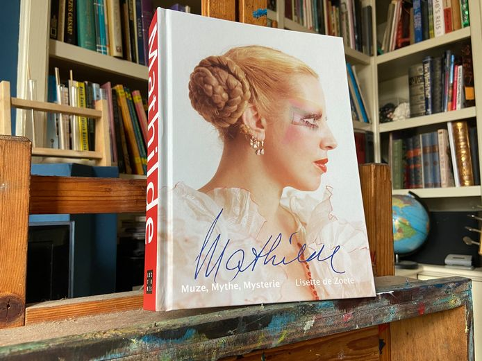 In de tweede druk van Mathilde: Muze, Mythe, Mysterie: zijn naast nieuwe inzichten over haar dood, ook niet eerder gepubliceerde beelden opgenomen.