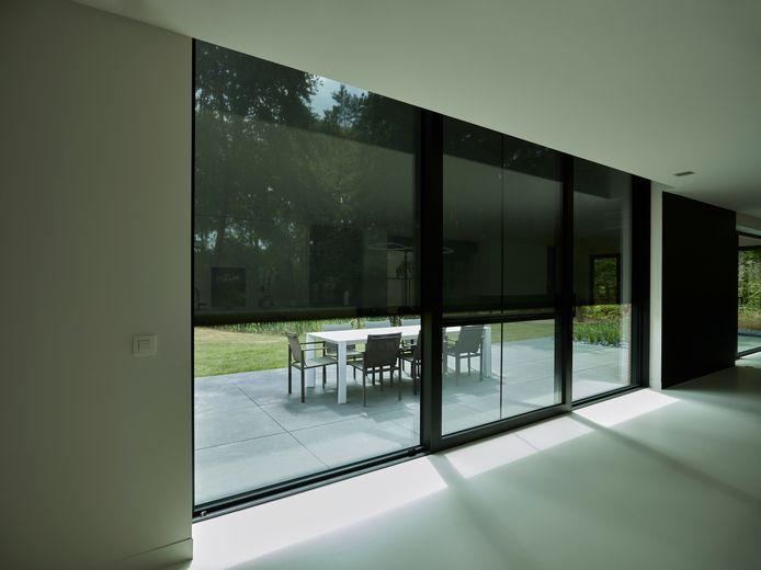 Om daglicht binnen te kunnen laten, moeten je ramen naar de zon zijn gericht. Met screens vermijd je oververhitting.