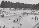 Het openluchtzwembad in Uden, eind jaren '50. Eind jaren '80 werd het gesloopt.