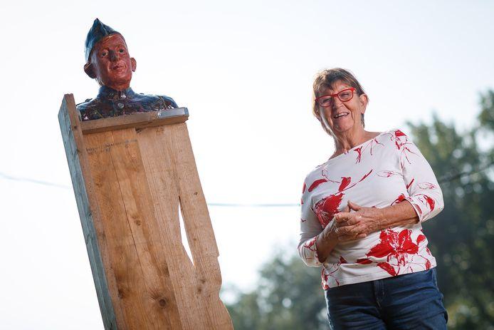 Trudie Vrolijk exposeert op Fort De Hel het beeld van haar vader.
