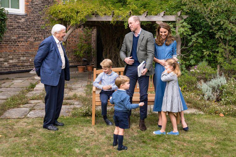 David Attenborough vond het erg leuk om vorige week ook prins George, prinses Charlotte en prins Louis te ontmoeten. Beeld EPA
