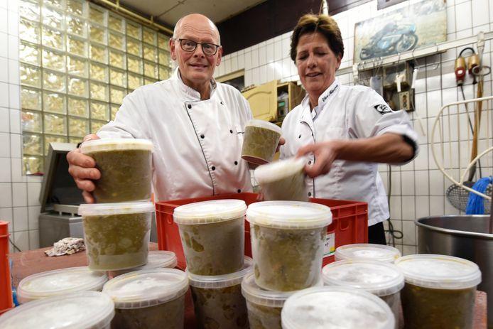 Gineke van Kesteren en Ed Mink is al bezig met de voorbereidingen van de koeiemart.