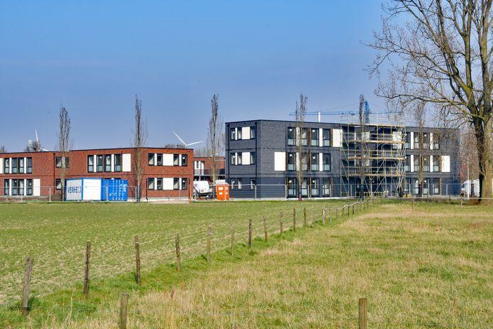 Centrale huisvesting voor arbeidsmigranten in aanbouw aan de zuidkant van Sluiskil.