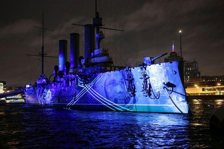 De pantserkruiser Aurora, van waaraf het eerste schot van de Oktoberrevolutie zou zijn gelost. Het schip is nu ingericht als museum.  Beeld REUTERS