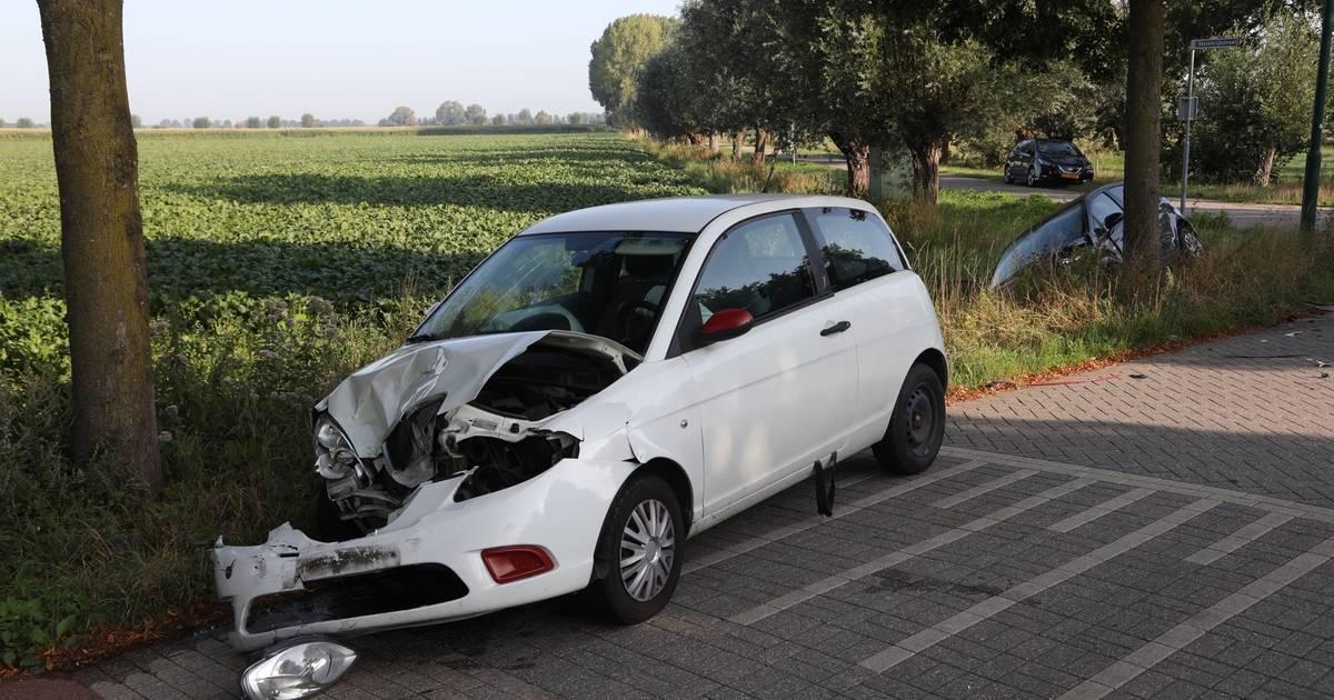 Auto belandt in sloot door ongeluk met ander voertuig in Berghem.