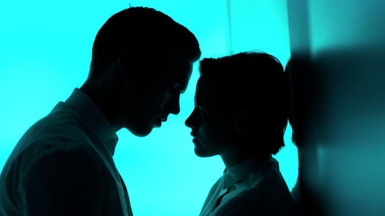 Nicholas Hoult en Kristen Stewart in Equals van Drake Doremus. Beeld