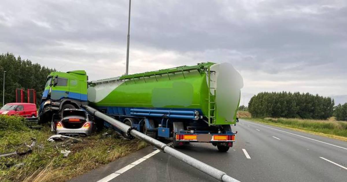 A2 tot middaguur dicht bij Everdingen na ongeluk met vrachtwagen.