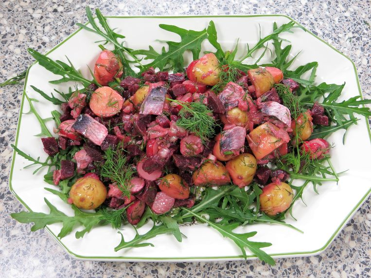 Zweedse haringsalade met nieuwe aardappels Beeld Loethe Olthuis