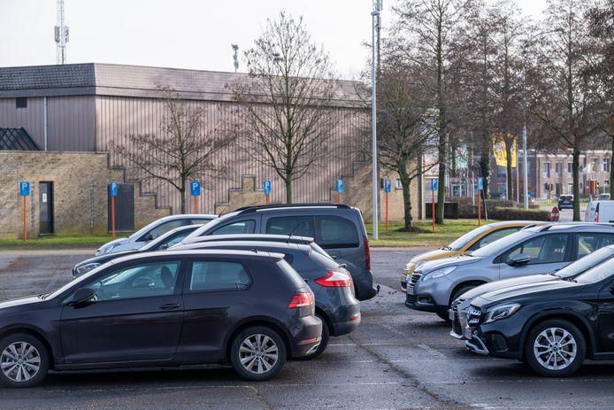 De parking van CC De Mol staat vaak vol
