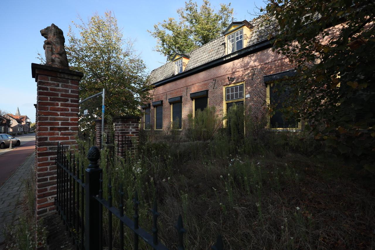 De Oude Pastorie aan de Dorpstraat in Veldhoven staat nu al jaren leeg.