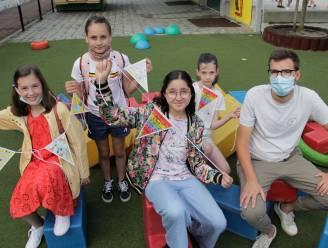 """Kindergemeenteraad deelt fietsvlaggetjes uit: """"Wie met de fiets naar school komt, moet dat veilig kunnen doen"""""""