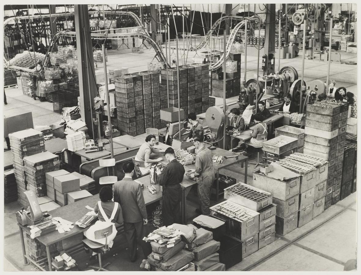 De fabriekshal van Tomado EttenLeur in 1955. De fabriek ging dat jaar open en moest in 1982 de deuren sluiten.