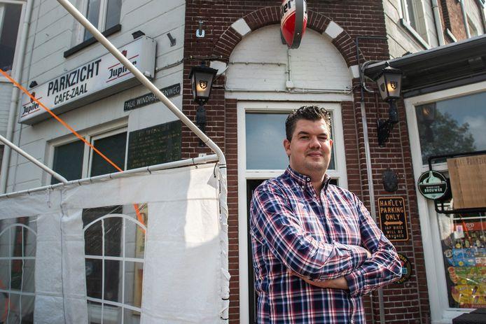 Kris van Nieuwland, de eigenaar van café Parkzicht.