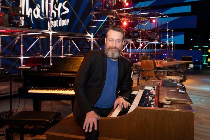 Sven Figee, met zijn Hammond-orgel en zijn Sven Hammond Big Band vaste muzikale begeleider van het programma Matthijs Gaat Door.