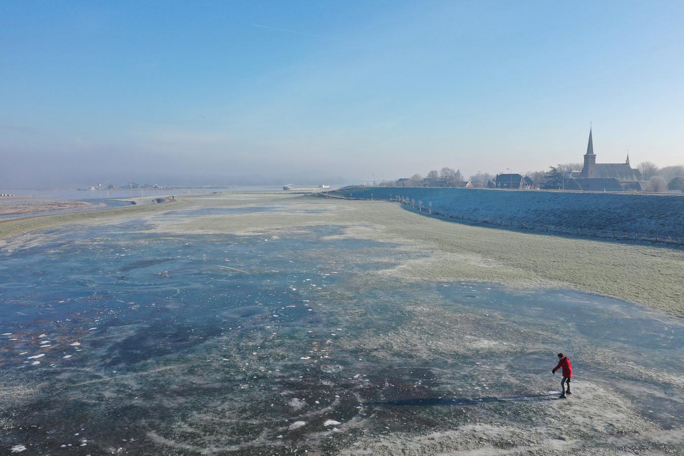 Dat het voor het eerst deze winter meer dan 5 graden vroor, betekent niet meteen goed nieuws voor schaatsliefhebbers op natuurijs.