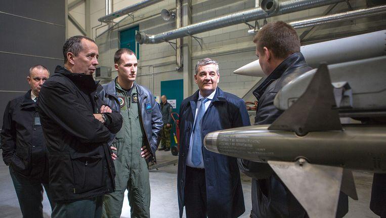 Defensieminister Steven Vandeput in Estland. Beeld Malek AZOUG