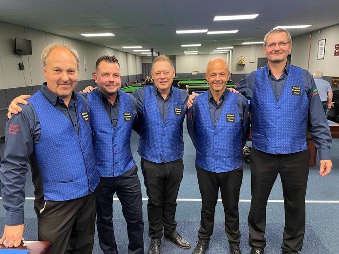 Het Billiard Promotion Team met van links naar rechts Marc Janssen (speler en cafébaas), Dave Scheurweghs (teamleider), Peter Meersman, Jean-Paul de Bruijn en Danny Geysen