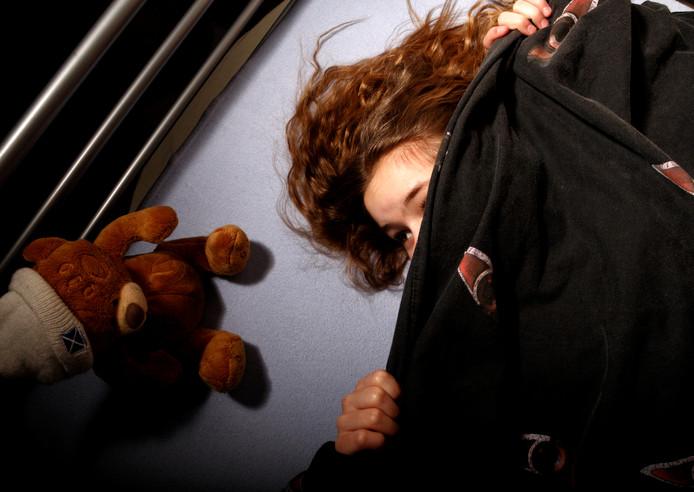 Een 45-jarige Gentenaar moest zich in het Gentse hof van beroep verantwoorden voor de verkrachtingen van drie minderjarige dochters van zijn vriendin.