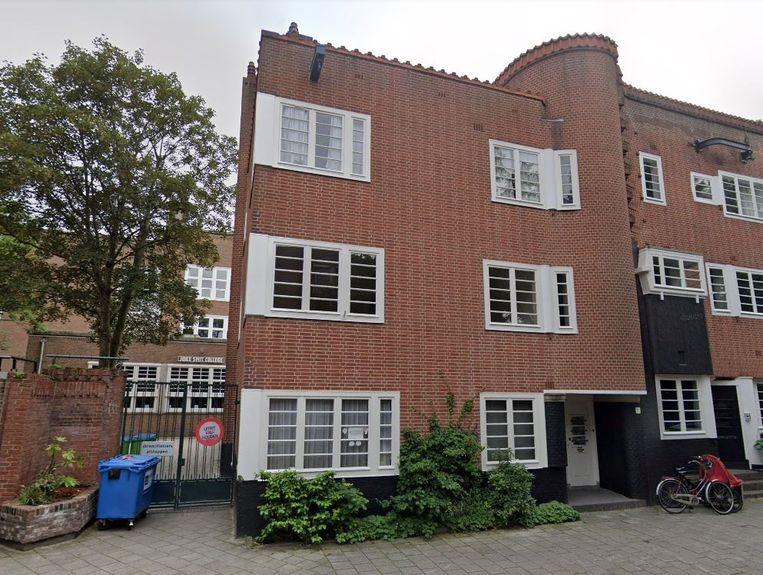 De woning ligt op de eerste en tweede verdieping. Beeld Google Streetview
