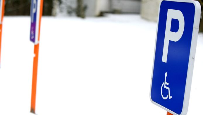 En dehors des emplacements qui leur sont réservées, les automobilistes handicapés devront payer leur parking à Andenne.