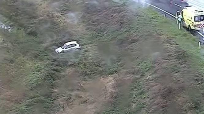 Autobestuurster ongedeerd na snelwegglijpartij bij knooppunt Beekbergen
