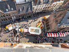 Koe naar top van Nieuwe Toren in Kampen: 'Hijsen, hijsen!'