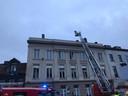 Met een brandweerladder werd de vrouw bevrijd.