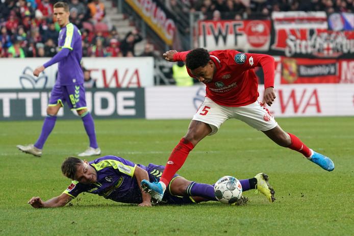 Jean-Paul Boëtius verloor met Mainz en ziet de degradatiestreep naderen.