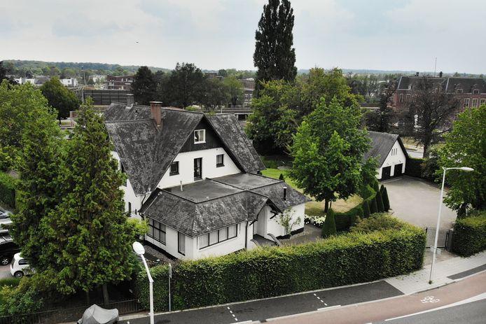 Villa De Rozenhof aan Prins Bernhardstraat in Oldenzaal, waar Yvonne Verdonkschot een groot zorgcentrum wilde laten bouwen.