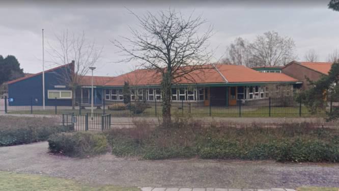 Het dak lekt, tóch is de renovatie van deze basisscholen met een jaar uitgesteld