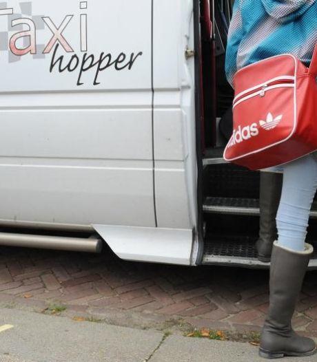 Deventer moeder baalt van rit naar speciaal onderwijs, volgens taxibedrijf loopt leerlingenvervoer gesmeerd