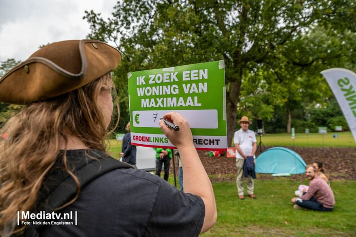 Een demonstrant beschrijft een bord