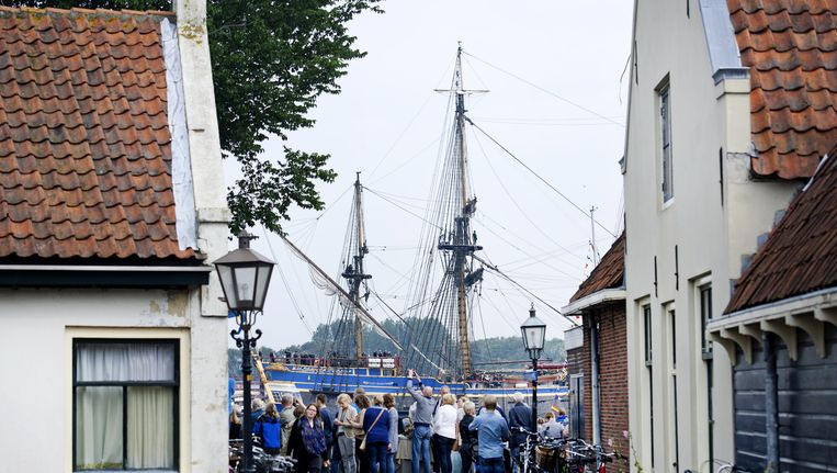 Het schip de Gotheborg vaart door Velsen tijdens Sail. Beeld anp