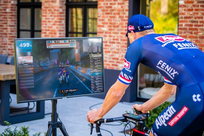 Mathieu van der Poel doet mee aan de Tour de Zwift.