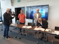 Le Ministre, Philippe Henry, s'est déplacé à Charleroi pour y signer une convention