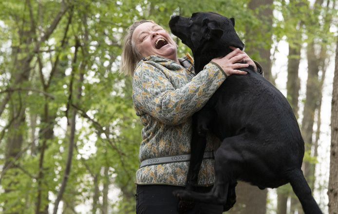 Saskia Kolthof met labrador retriever Bûke.