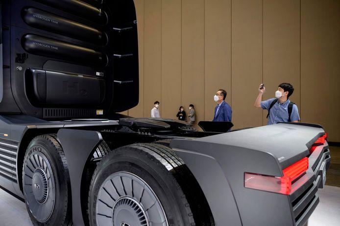 Een concept-vrachtwagen van Hyundai die rijdt op waterstof. Het merk toonde deze truck deze week tijdens de Hydrogen and Mobility expo in Korea.