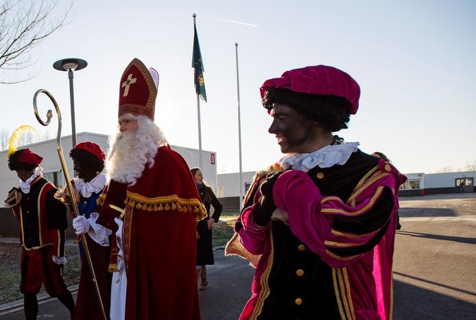 Sinterklaas en Zwarte Piet.