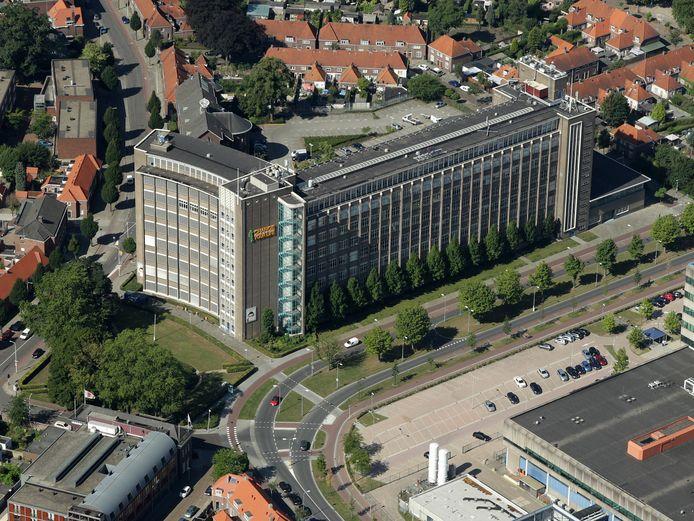 De voormalige Philips Bedrijfsschool/het huidige Summa College aan de Kastanjelaan met de halfronde voorgevel aan de Essenstraat. Erachter ligt de mts; die houdt wellicht zijn onderwijsfunctie.