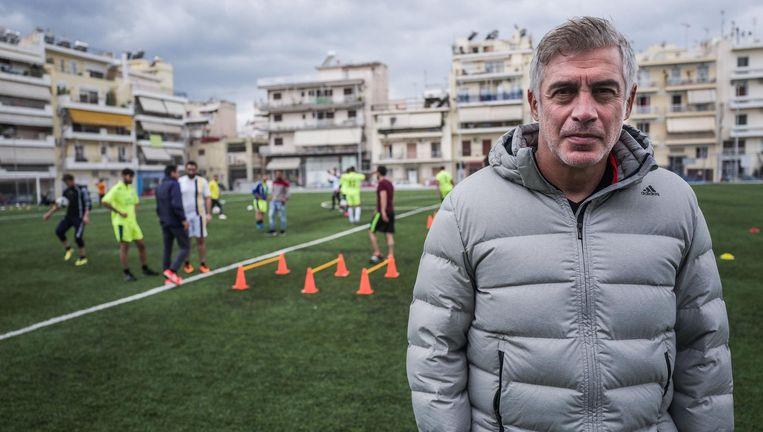 Nikopolidis entraîneur du Hope Refugees FC, Volkskrant