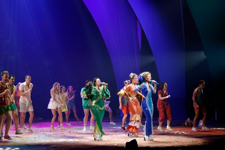 Première van de musical 'Mamma Mia!' in een regie van Stany Crets, begin maart 2020. Beeld Kristof Ghyselinck