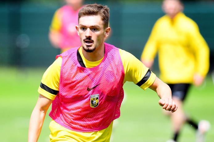 Toni Domgjoni op de eerste training van Vitesse.