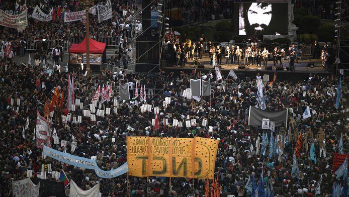 Duizenden Argentijnen kwamen vrijdag op straat om duidelijkheid te eisen over het lot van Santiago Maldonado, zoals hier op de Plaza de Mayo in Buenos Aires.