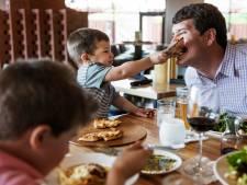 'Van kinderen van 2 tot 3 jaar kun je gewoon niet verwachten dat ze twee uur aan tafel zitten'